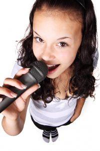 2fetita-microfon